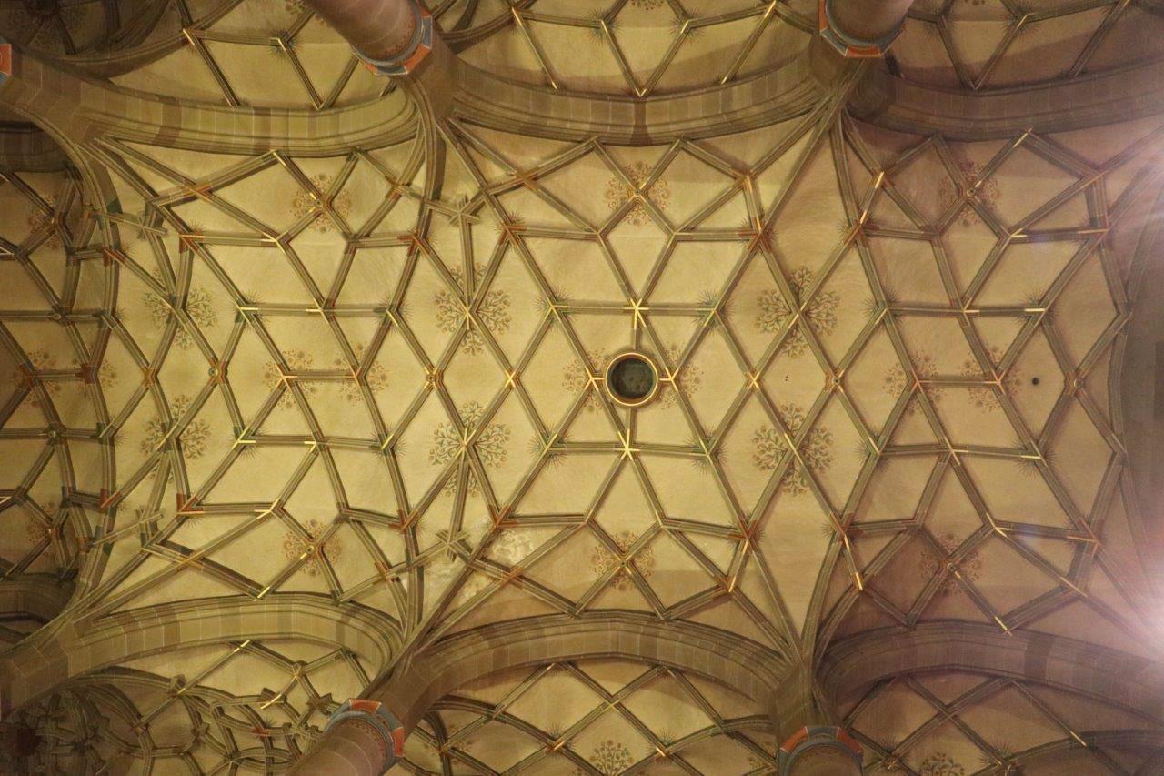 Die besondere Decken-Ornamentik im Chorraum
